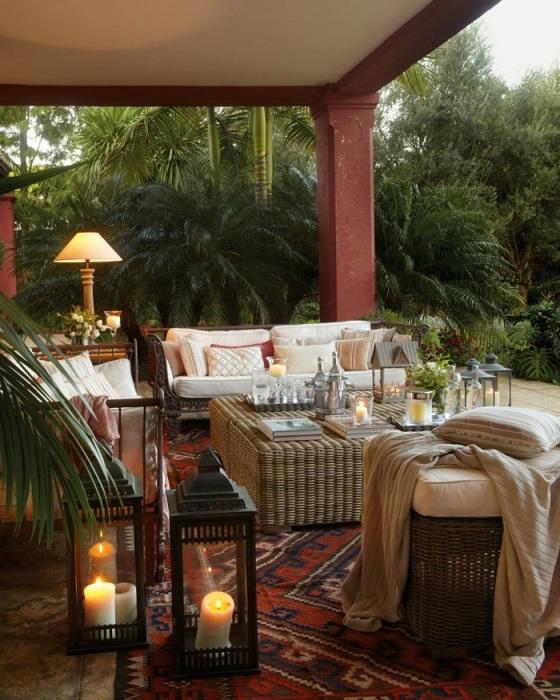 Хорошо обустроенная терраса может стать маленьким райским уголком на территории дачного участка.