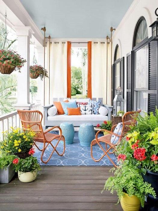 Сочетание оттенков белого и оранжевого создают особенно уютную атмосферу.