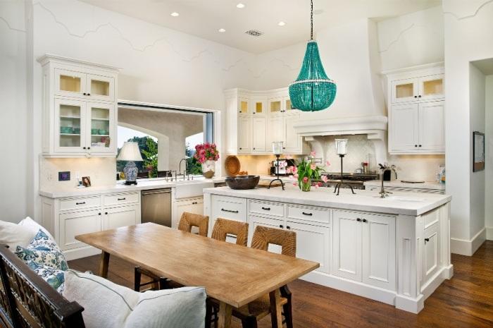 Альтернативное освещение или необычная новая люстра добавят вашей кухне индивидуальности.