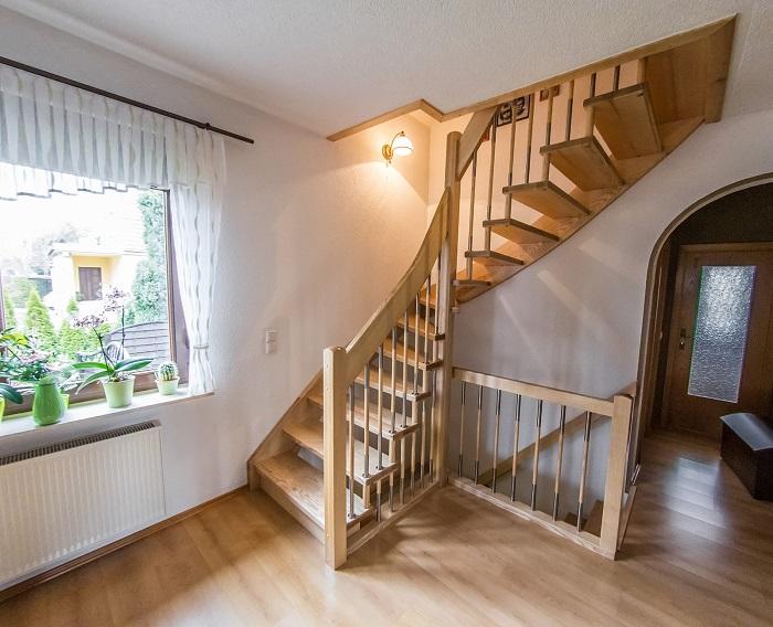 Эксклюзивная дизайнерская лестница для тех, кто хочет внести изюминку в интерьер.
