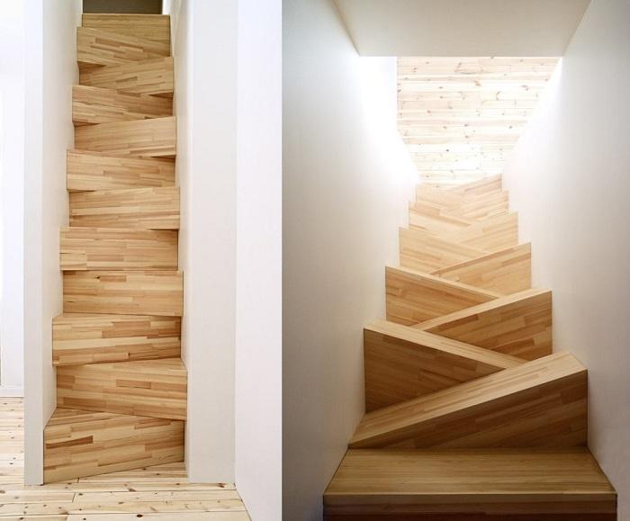 Простая деревянная лестница с оригинальными деревянными ступенями.