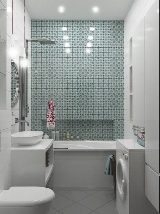 Оригинальная мозаика цвета морской волны в современном интерьер ванной комнаты.