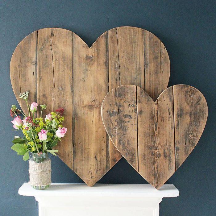 Сердце, созданное из деревянных реек - отличный способ выразить теплые и нежные чувства.