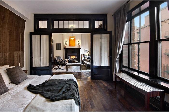 Справиться с неудачной планировкой малогабаритной квартиры можно используя раздвижные деревянные перегородки.