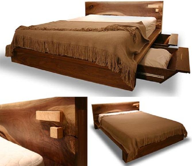 Удобная кровать с выдвижными полками.
