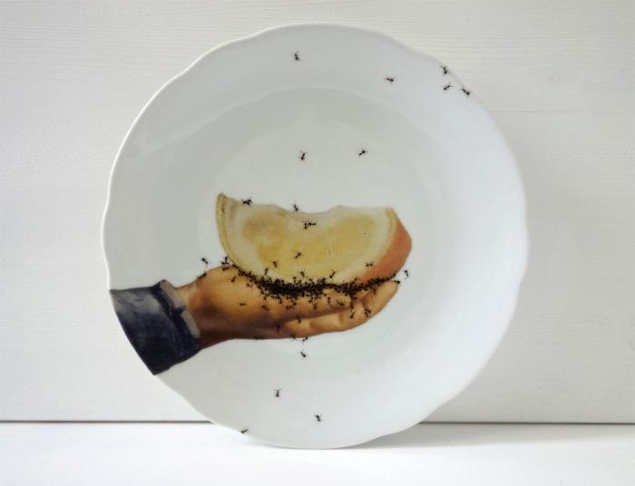 Такая посуда вызывает отвращение и одновременно завораживает.