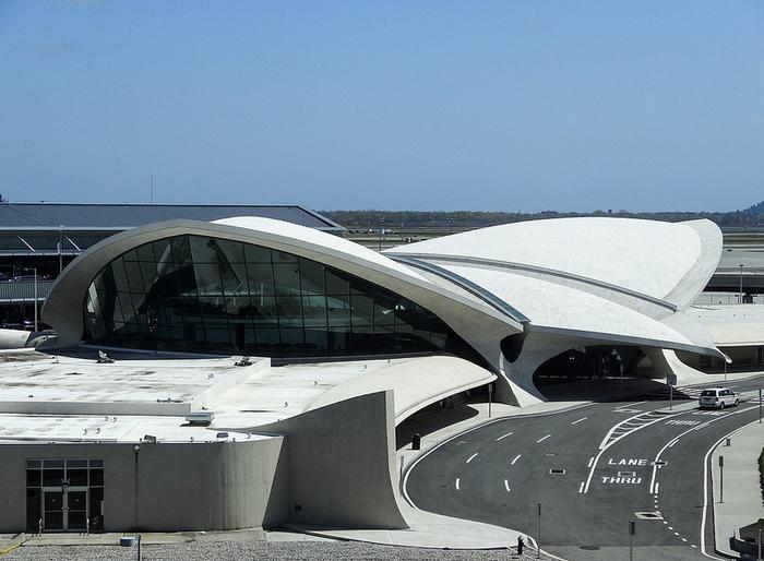 Пример экспрессионизма в архитектуре.
