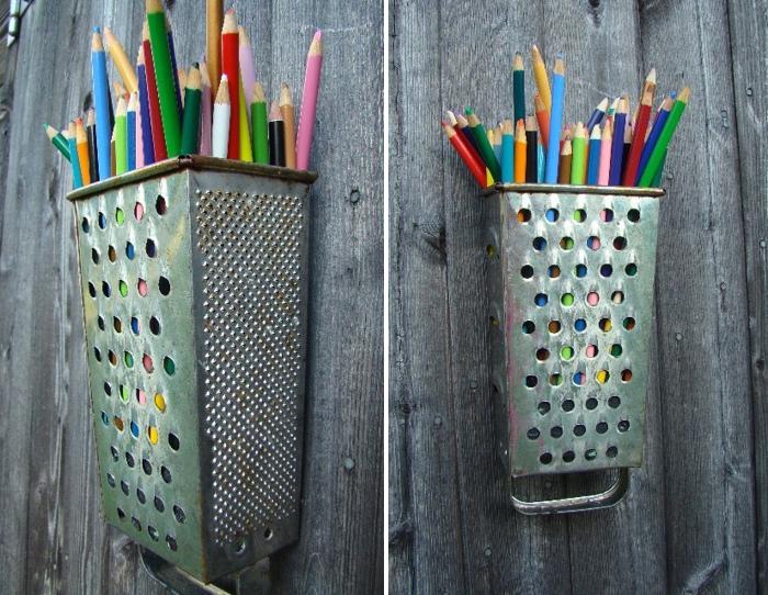 Удобное место для хранения карандашей.