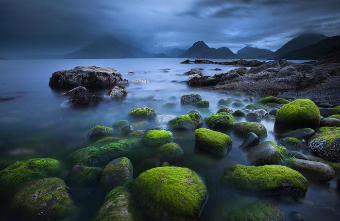 Чарующее озеро на острове Скай.