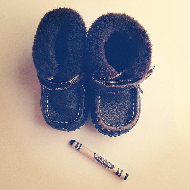 Мелок поможет скрыть царапины на детских ботинках.