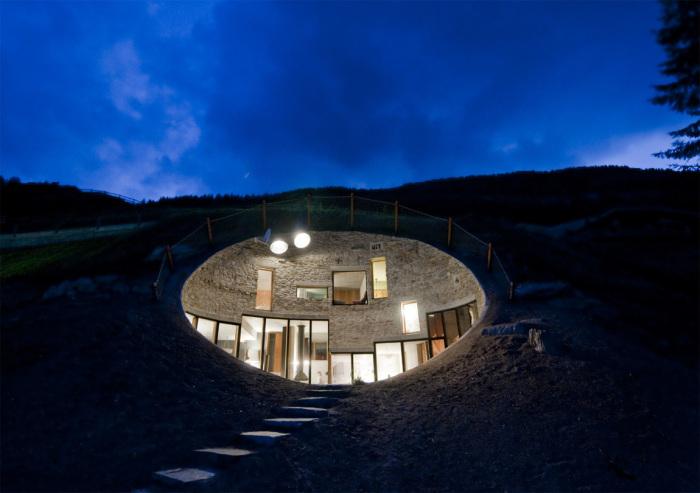 Подземный дом в Швейцарии.