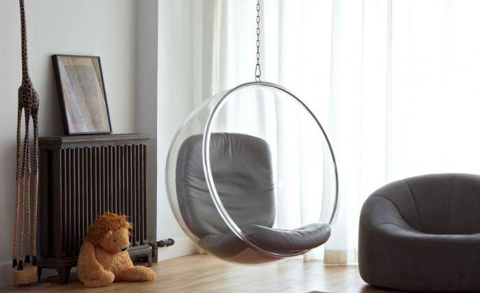 Качели - это не только средство для забавы. Они могут послужить замечательным элементом мебели и хорошо подчеркнуть декор комнаты.