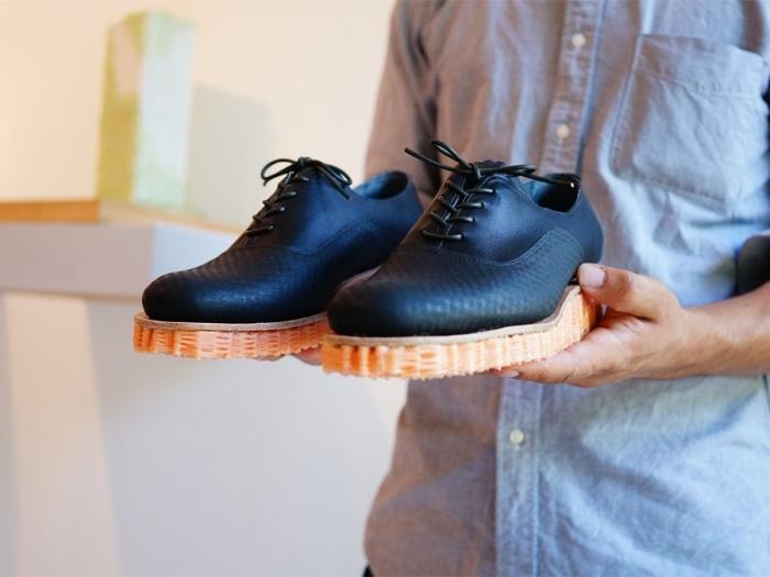 Подошва для обуви, сотканная на 3D-станке.