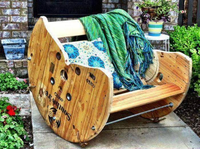Оригинальные идеи создания мебели для заднего двора своими руками.