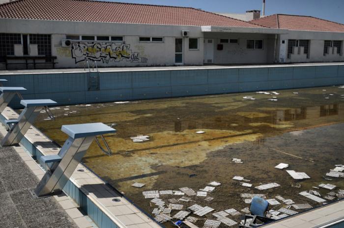 Разрушенный бассейн.