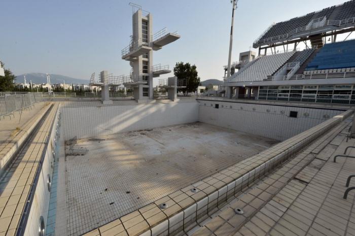 Осушенный бассейн для тренировок.