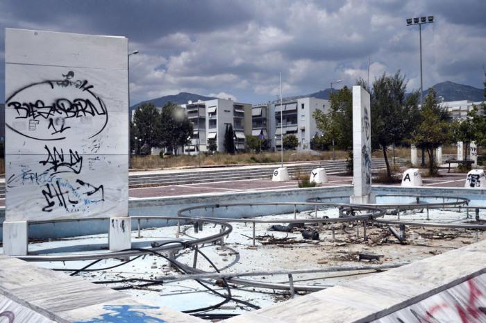 Тысячи семей должны были поселиться здесь после проведения Олимпийских игр.