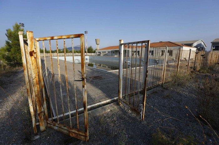 Впечатляющие снимки заброшенных стадионов в Афинах.