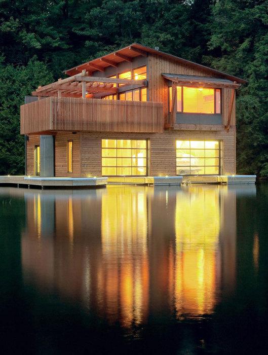 Уютный и современный лодочный дом в стиле минимализм.
