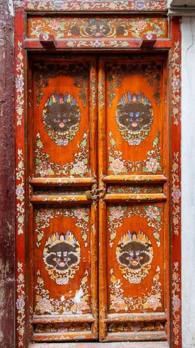 Красочная оригинальная дверь