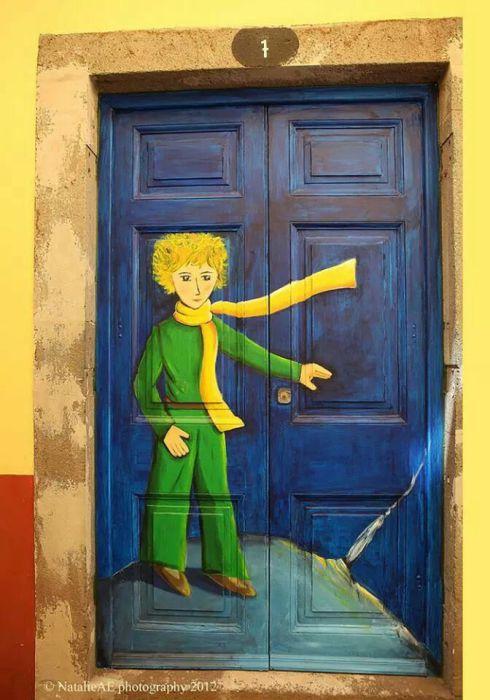 Дверь для почитателей Маленького принца.