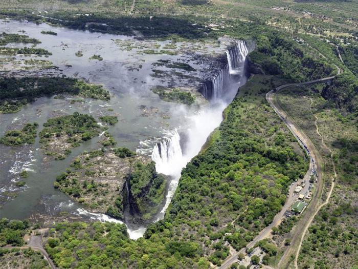 Самый широкий в мире водопад.