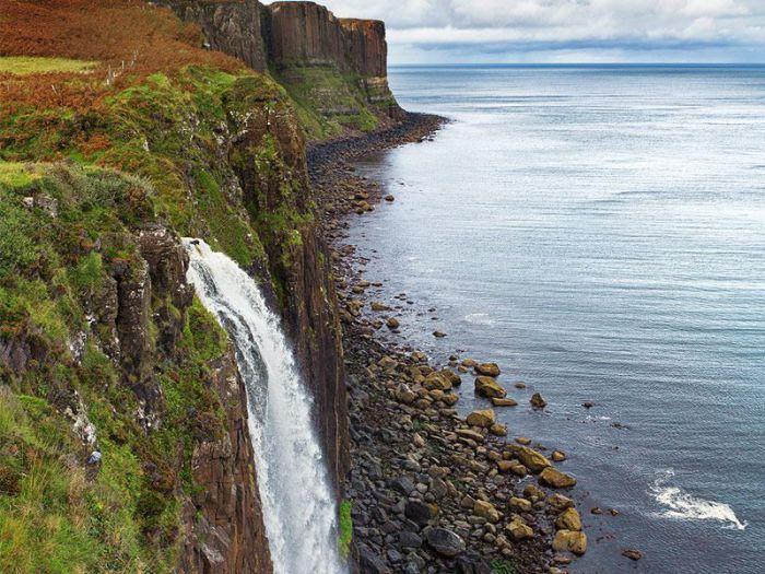 Замечательный водопад в Шотландии.