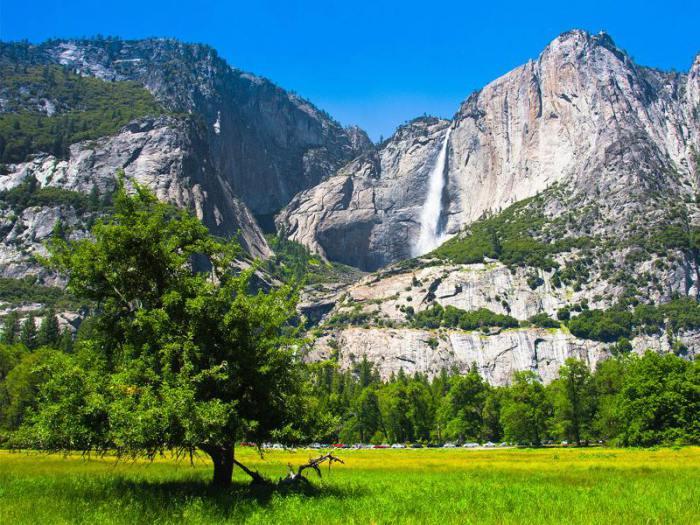 Водопады в Йосемитском национальном парке.