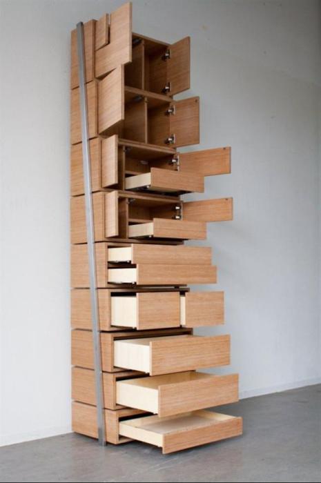 Удобный шкаф со ступеньками, который не требует лестницы.
