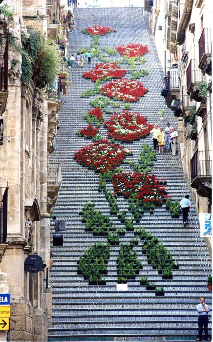 «Цветочная» лестница в Италии.