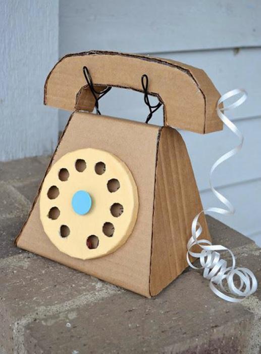 Отличный игрушечный телефон.
