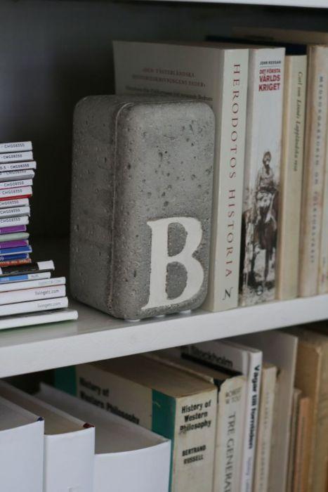 Потрясающая подставка выдержит самые тяжелые книги.