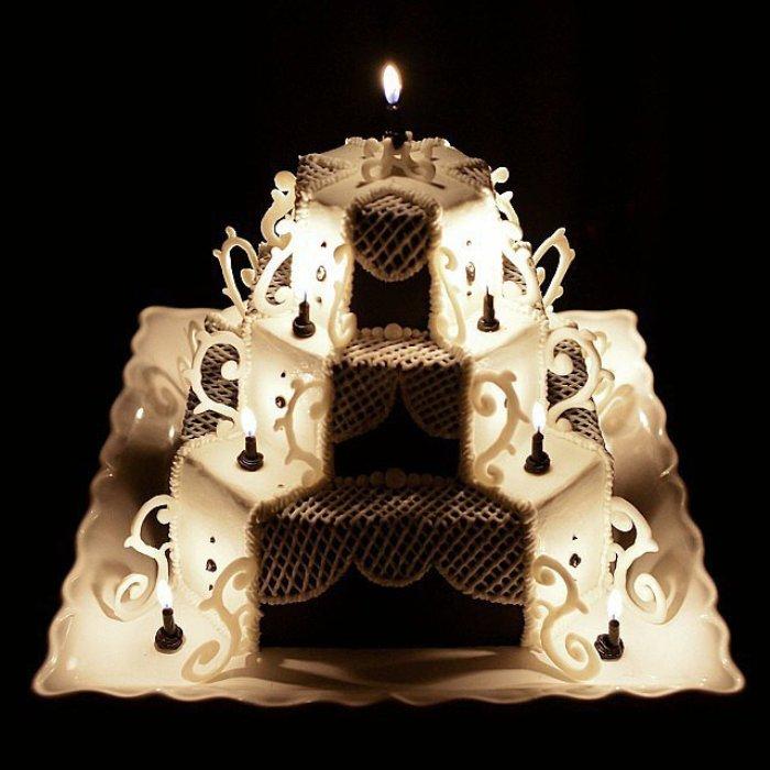 Великолепный торт в подарок.