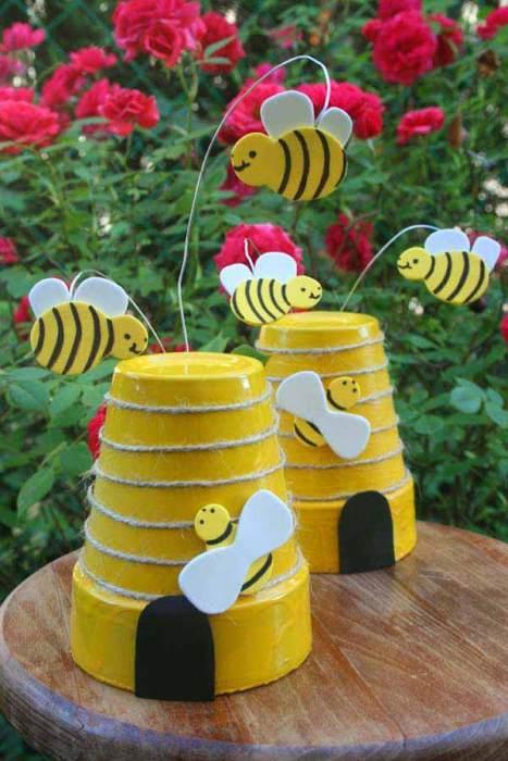 Маленькие декоративные улики из глиняных горшков для цветов.