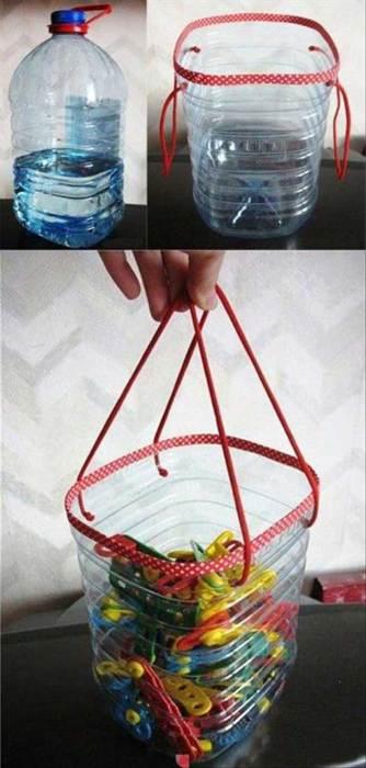 Декорированная пластиковая бутылка как место для хранения мелких вещей.