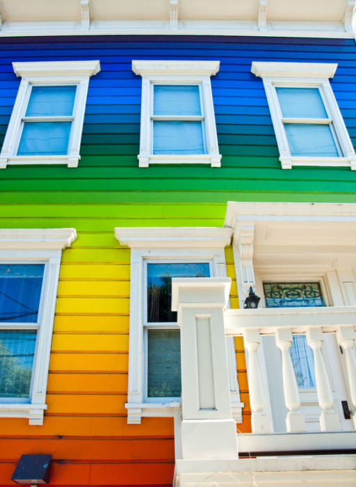 Дом всех цветов радуги.