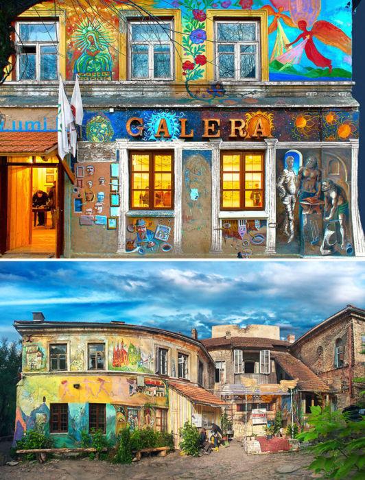 Этот красочное здание - галерея Užupis Art Incubator.