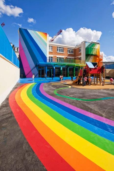 Потрясающее здание детского сада в Париже.