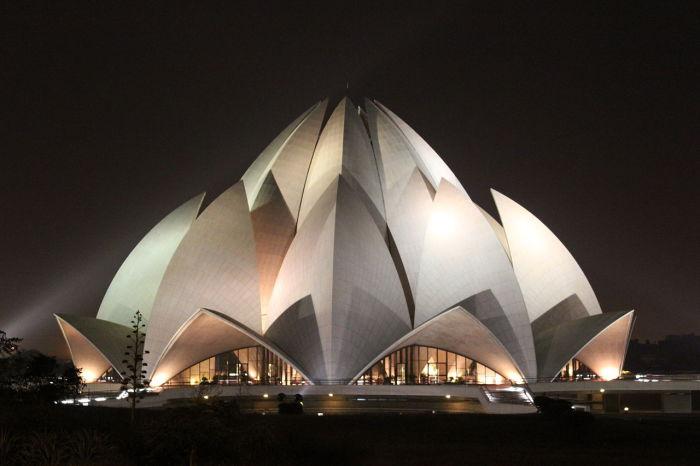 Главный бахайский храм Индии.