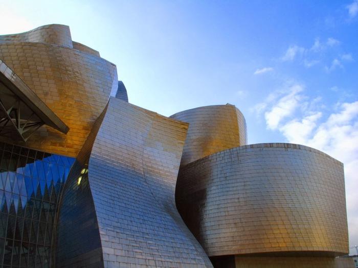Величественный музей современного искусства.