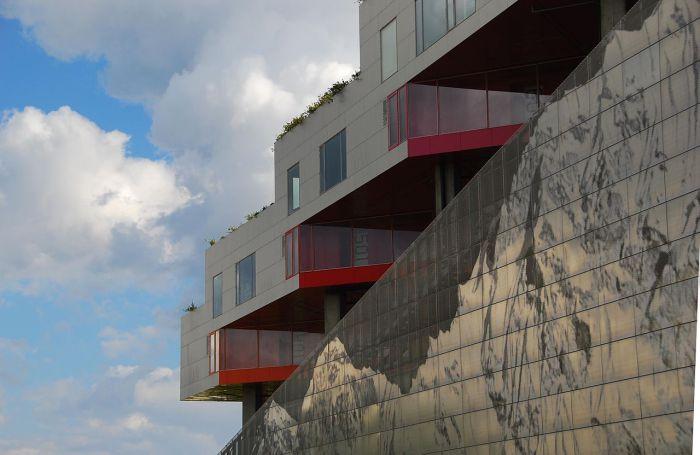 Прекрасный образец современной архитектуры.