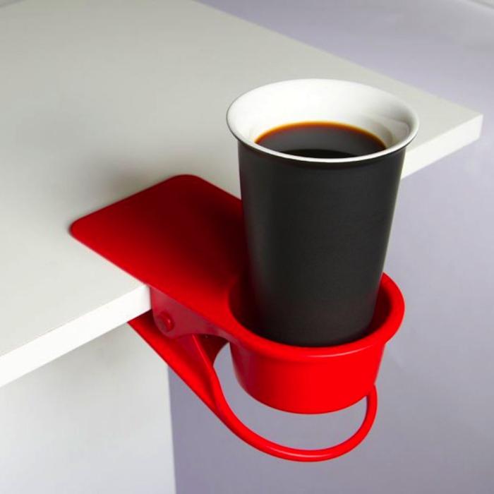 Супер удобный держатель для чашки - необходимая вещь для каждого, у кого есть привычка по неосторожности смахивать чашки со стола.