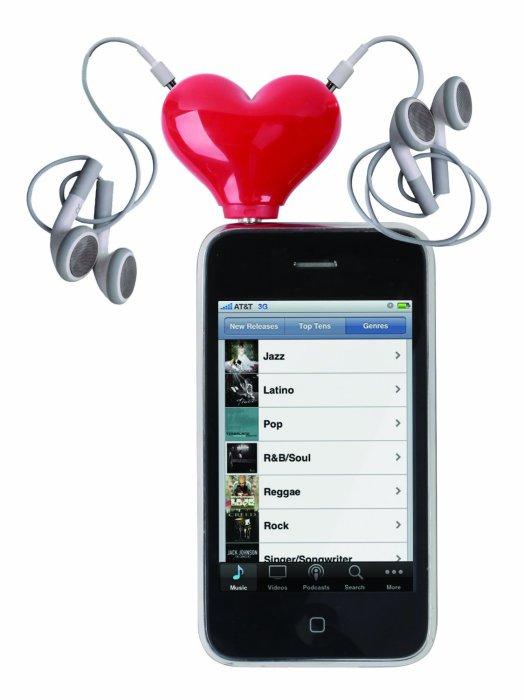 Розгалужувач для навушників у формі серця.