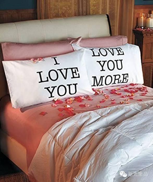 Набор подушек с надписями «Я люблю тебя» и «Я люблю тебя сильнее».