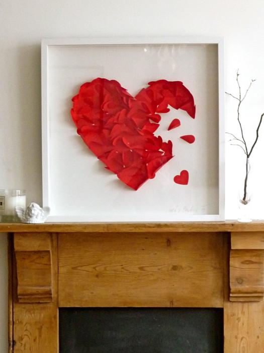 Красное сердце в рамочке.
