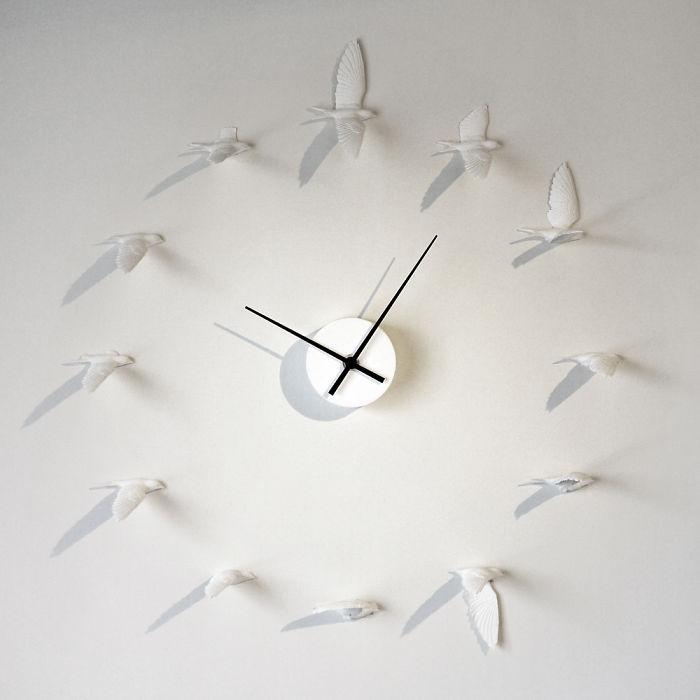 Часы с птицами вместо циферблата.