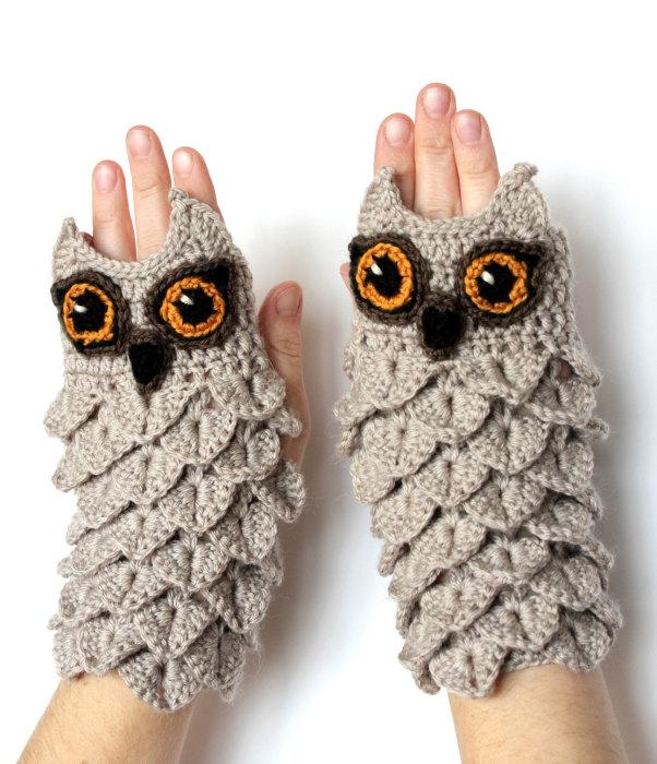 Вязанные перчатки, напоминающие сов.