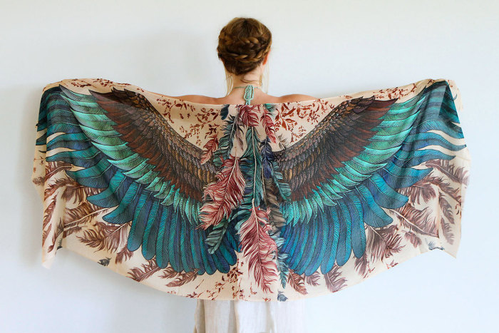 Шарф с крыльями.