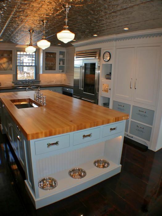 Обдумывая новый дизайн кухни, не стоит забывать про своего любимца.