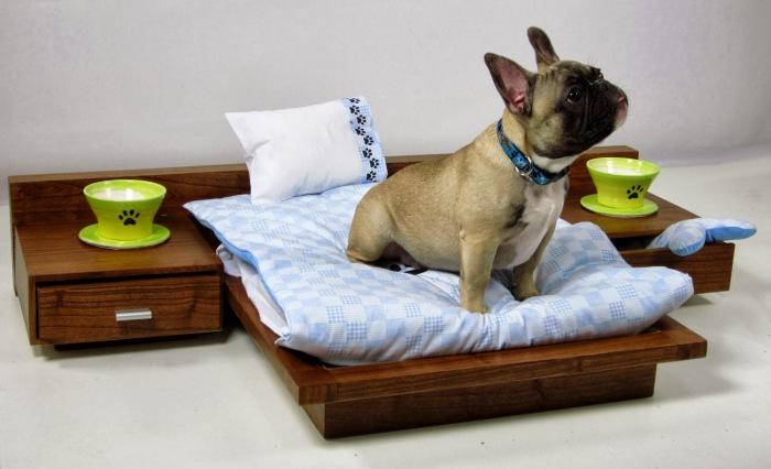 Неимоверно комфортная кровать вместо обычной будки.